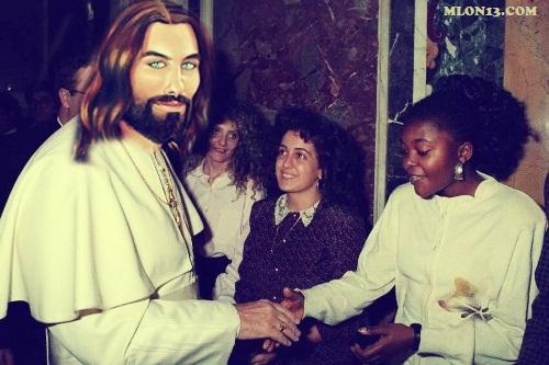 Kyenge, Wojtyla e il miracolo della terza mano.